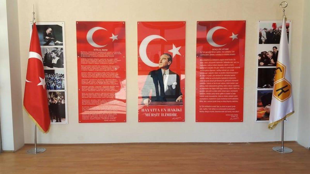 Atatürk Köşeleri,İstiklal Marşı,Gençliğe Hitabe